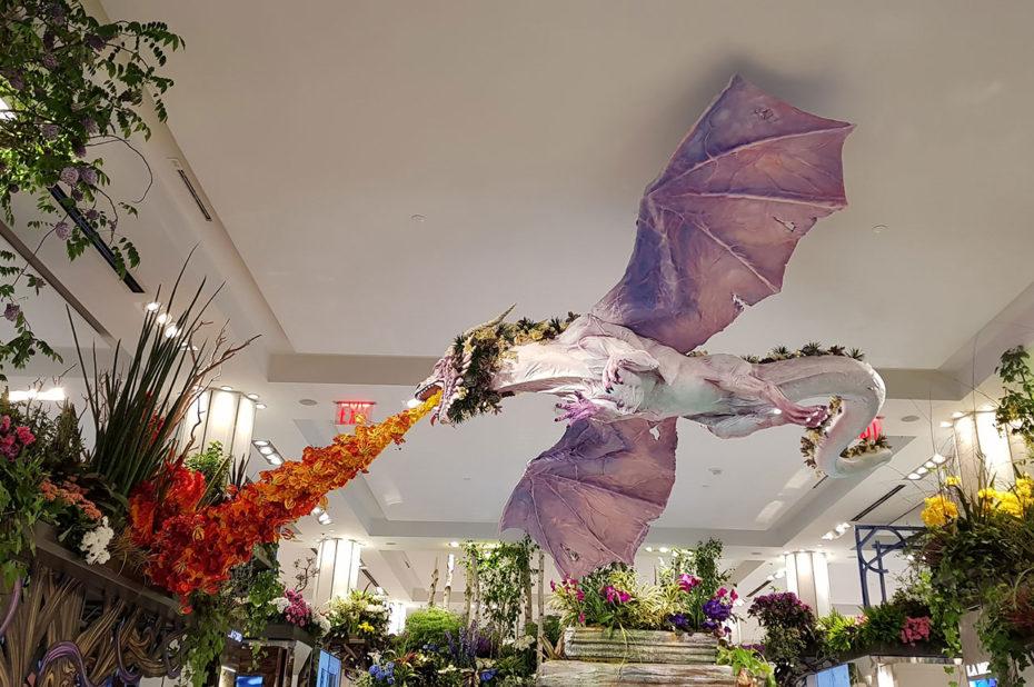 Un dragon cracheur de feu chez Macy's