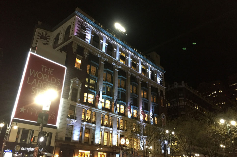 Macy's by night, symbole du shopping à New York