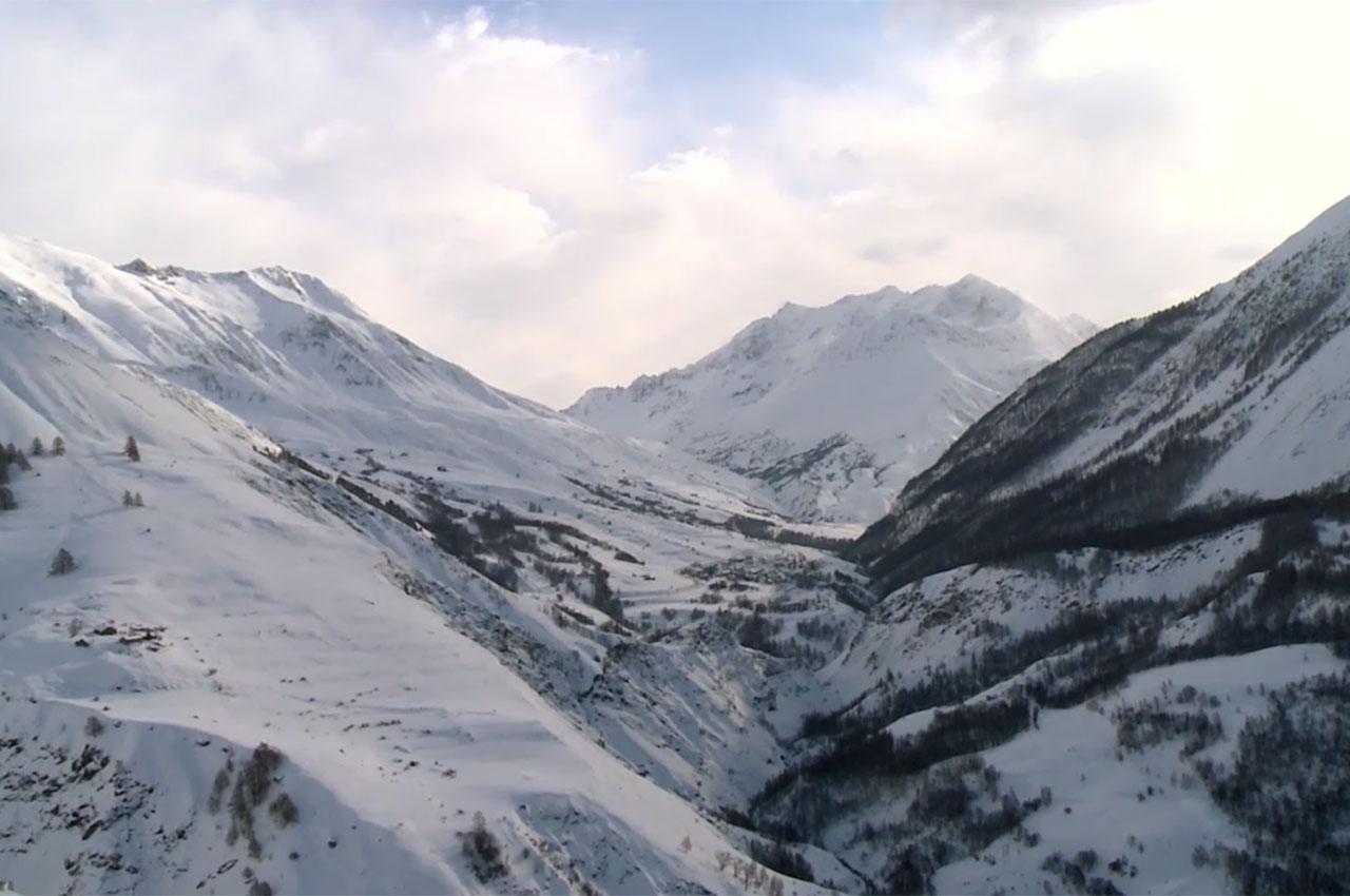 Cimes enneigées dans le massif de la Meije