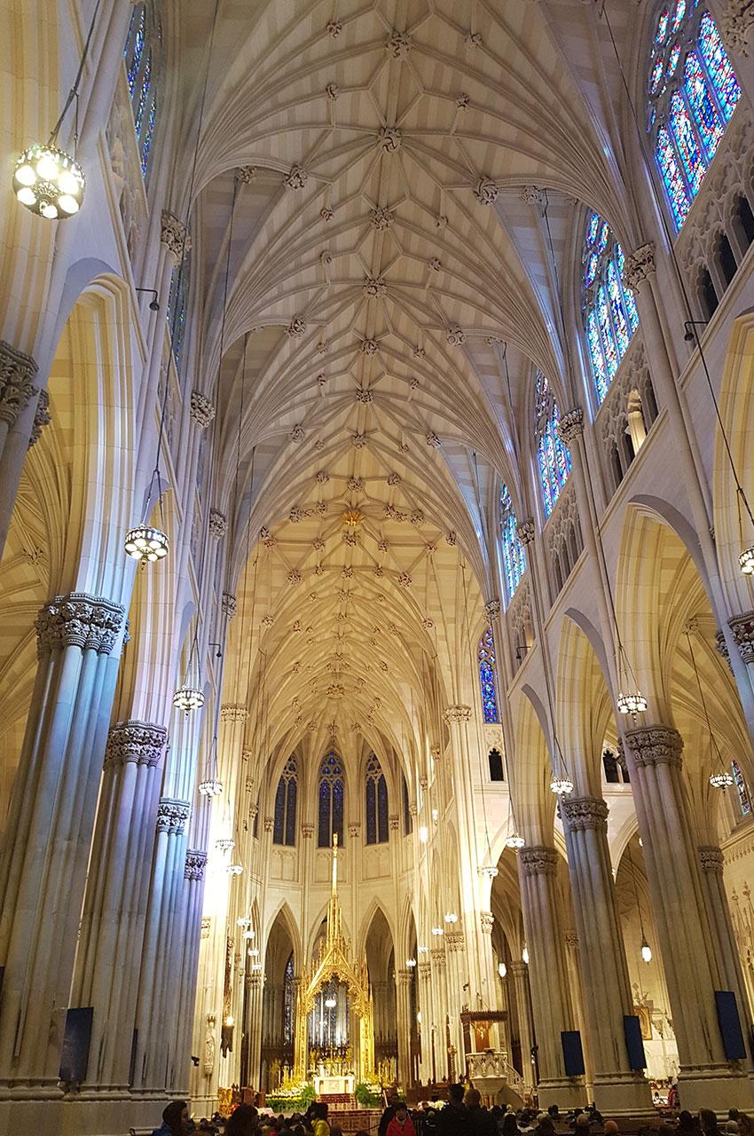 La nef principale et les plafonds