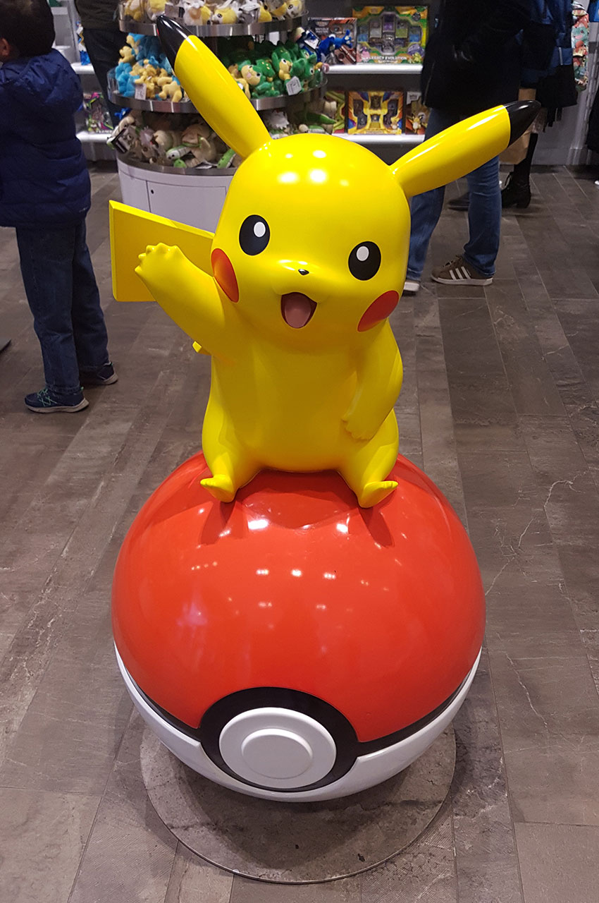 Pikachu sur une pokeball