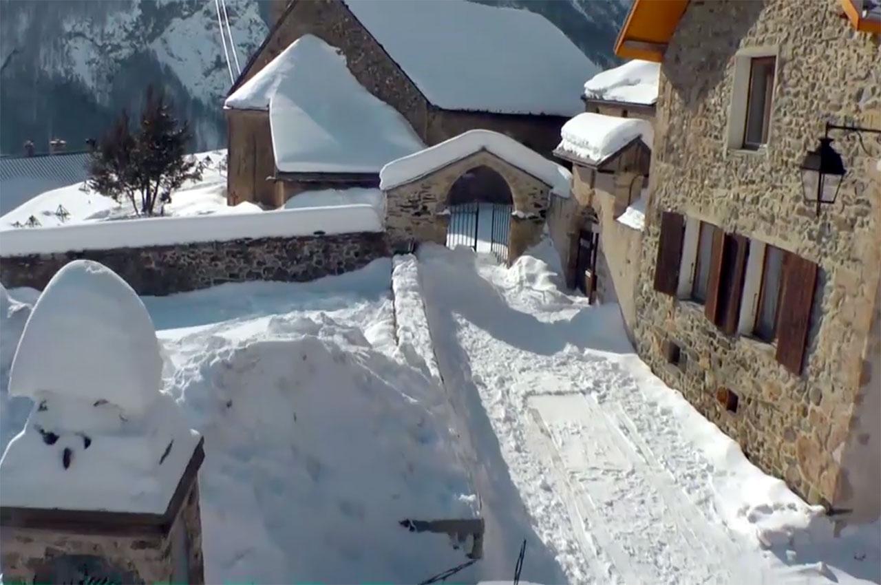 Village de La Grave sous la neige en hiver