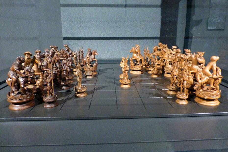 Jeu d'échecs sculpté à la main - XVIe siècle