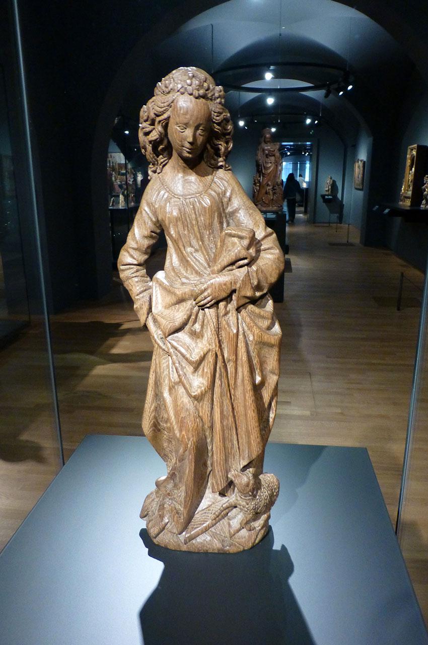 Statuette en bois de Saint-Agnès