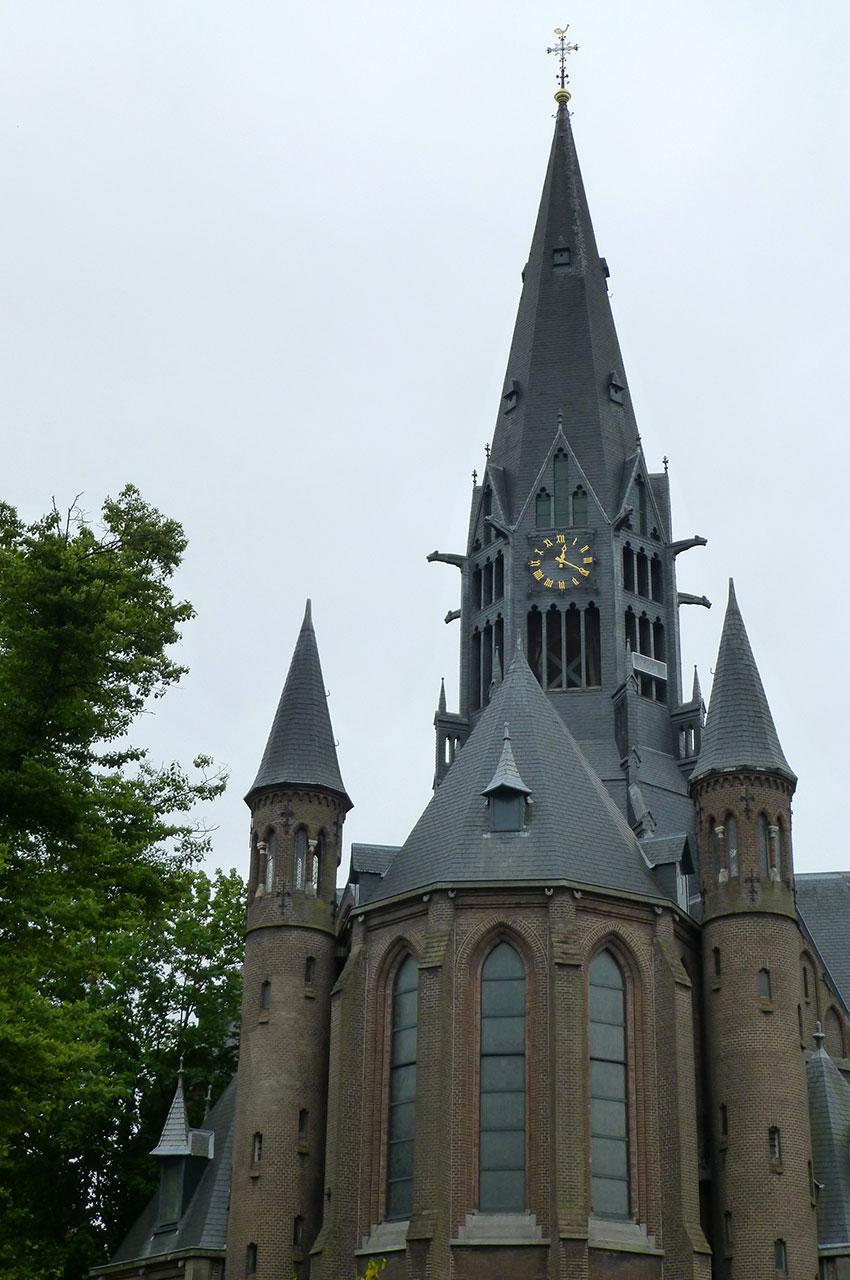 La charmante Vondelkerk se trouve au bord du parc Vondelpark