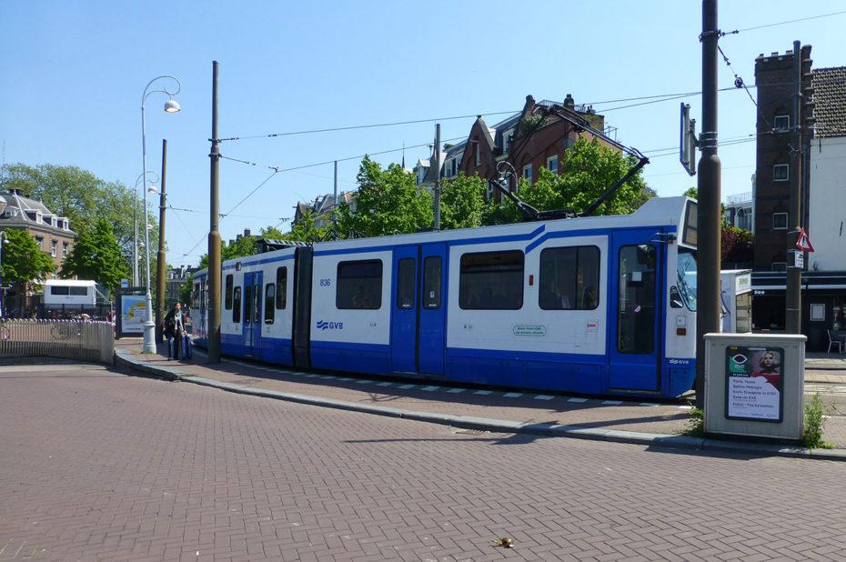 Tramway bleu et blanc