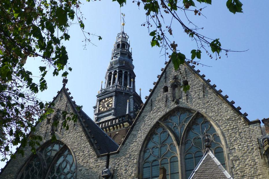 La vieille église Amsterdam fait 67 mètres de haut