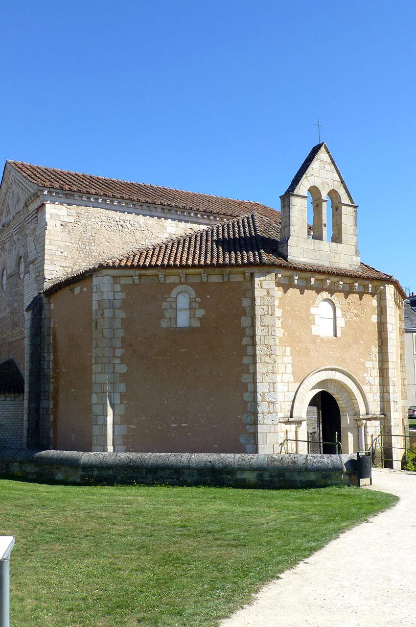 Le baptistère Saint-Jean, dont l'origine remonte au IVe siècle