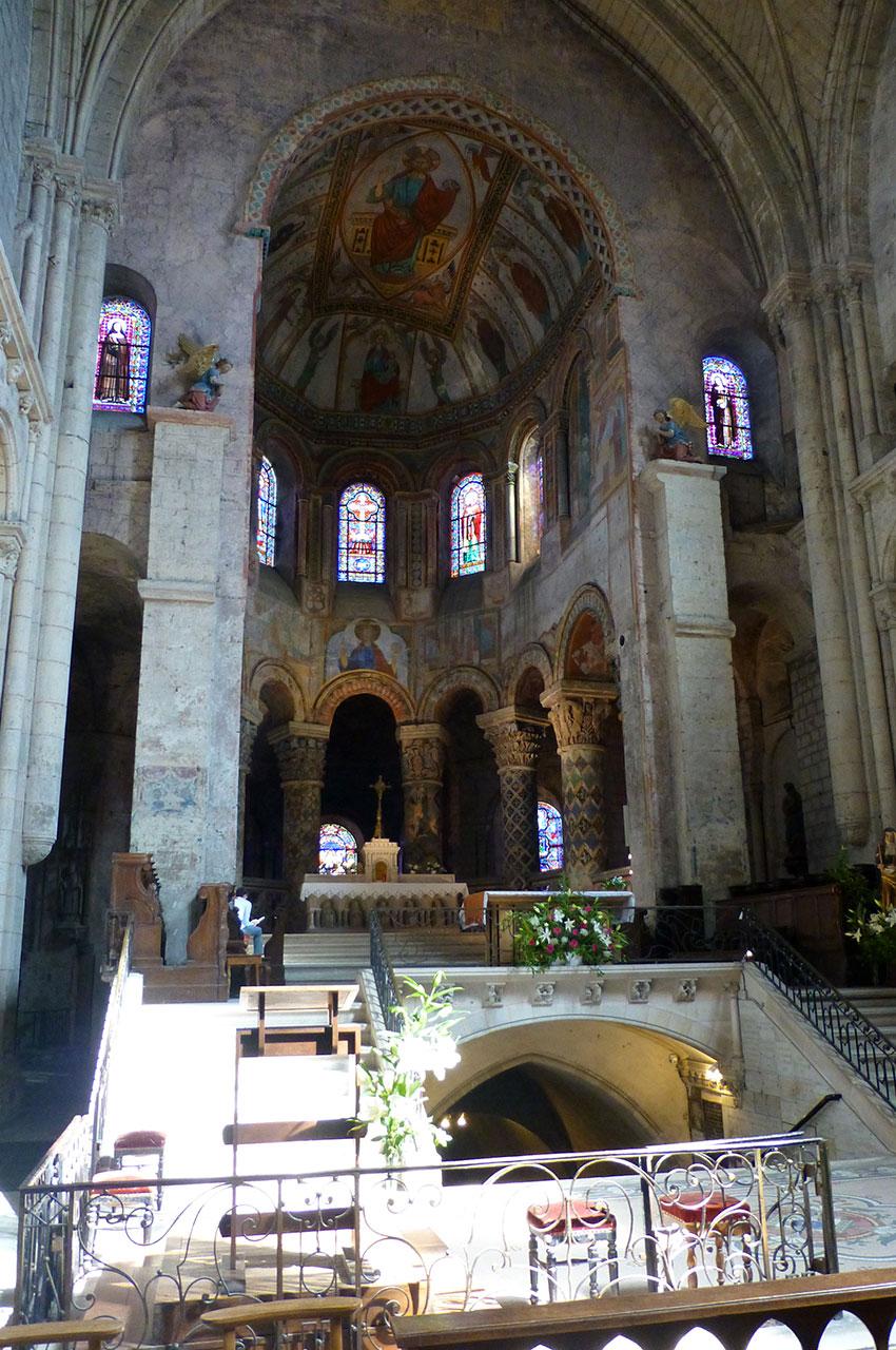 Le chœur et l'abside heptagonale de l'église