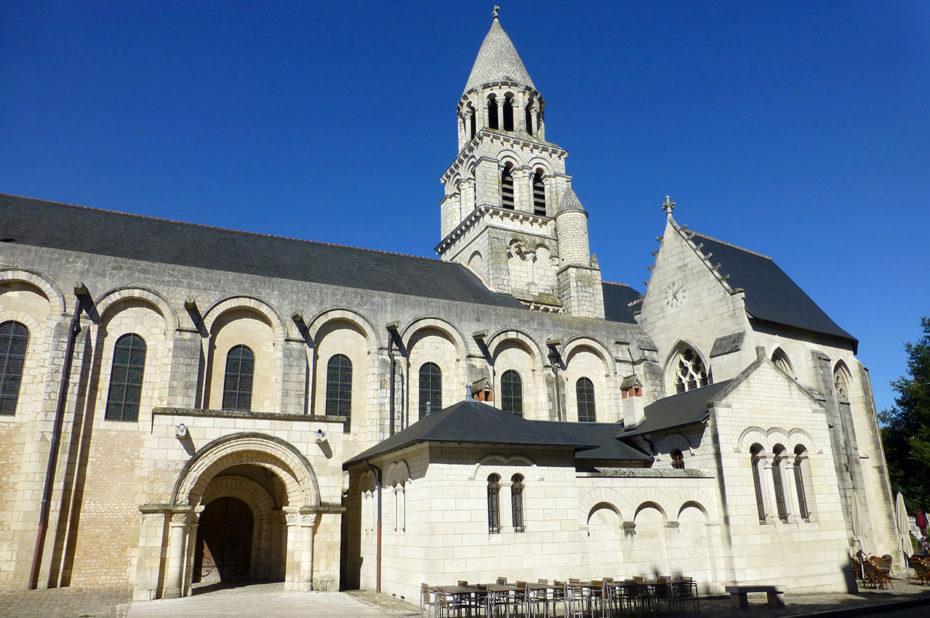 Église collégiale romane de Notre Dame la Grande