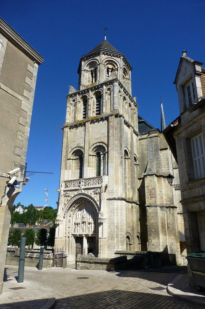 L'église Sainte Radegonde a été construite au XIe siècle