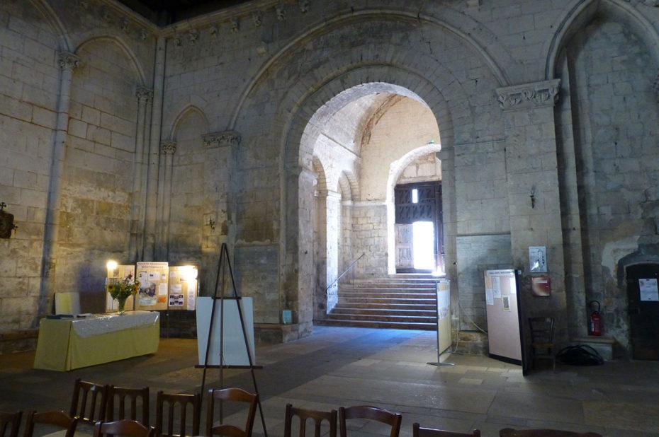 L'entrée de l'église Sainte Radegonde