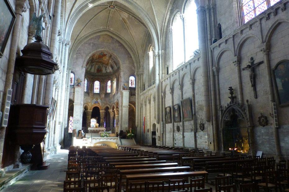 Intérieur de l'église Sainte-Radegonde