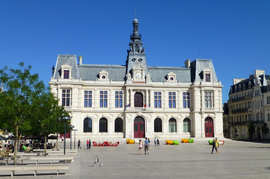 La mairie de Poitiers, place du Maréchal Leclerc