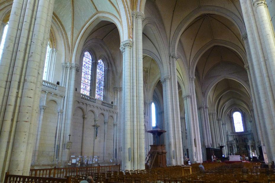 La nef principale de la cathédrale