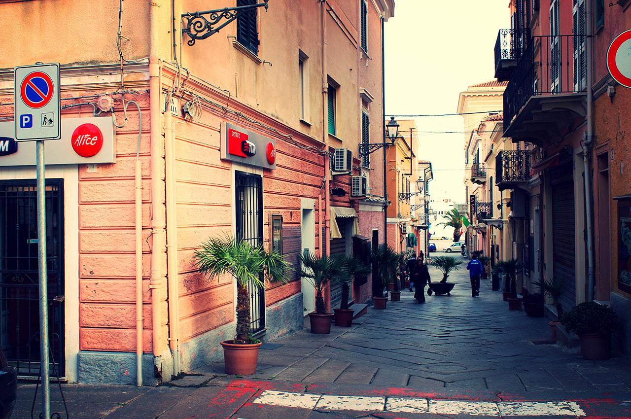 Dans les rues de la Maddalena en Sardaigne