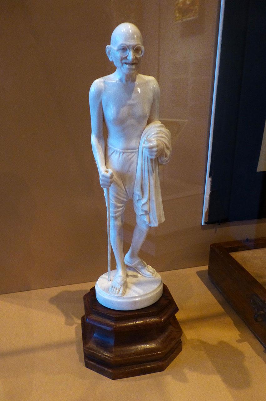 Statue en céramique de Gandhi