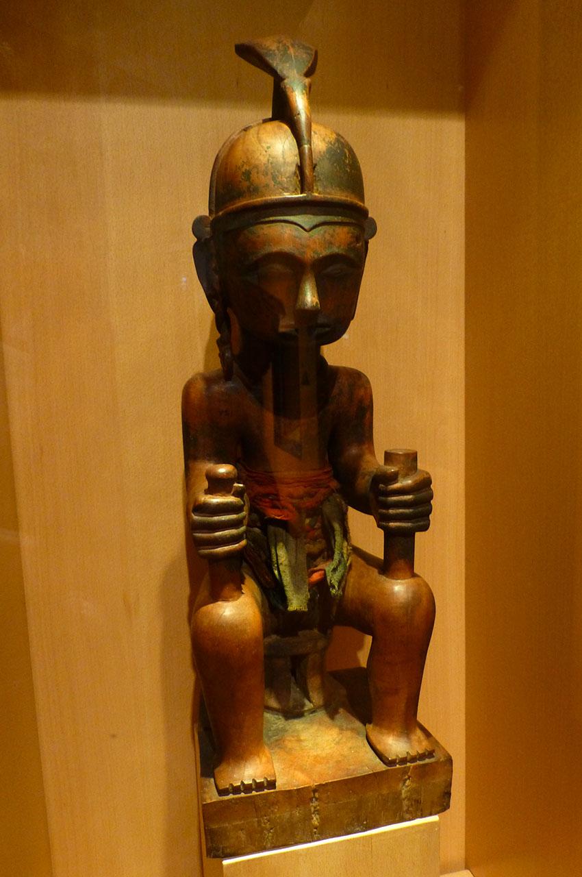 Statuette d'art primitif