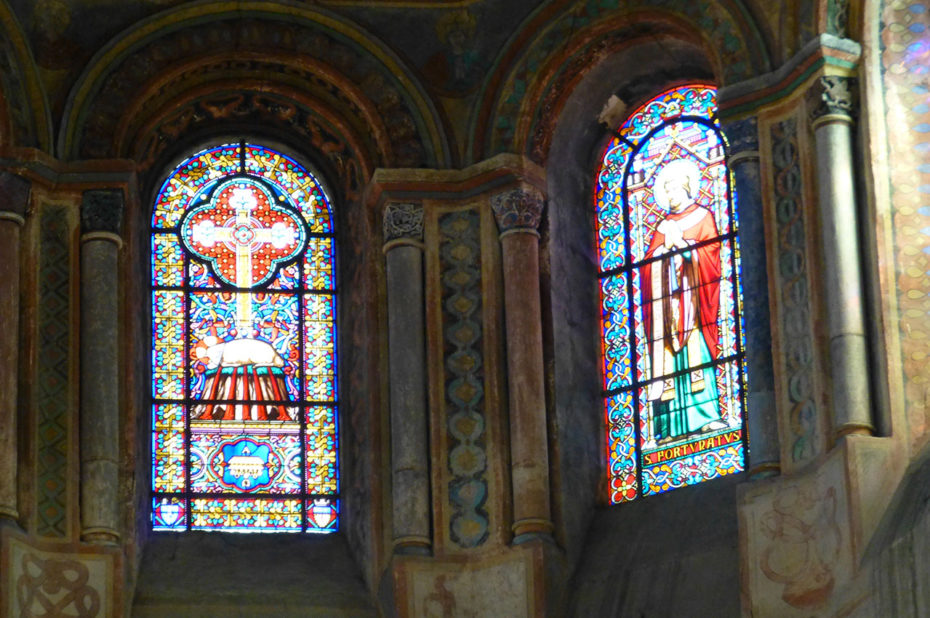 Vitraux et peinture du chœur