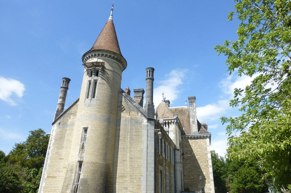 Le château d'Ambronay abrite aujourd'hui la mairie