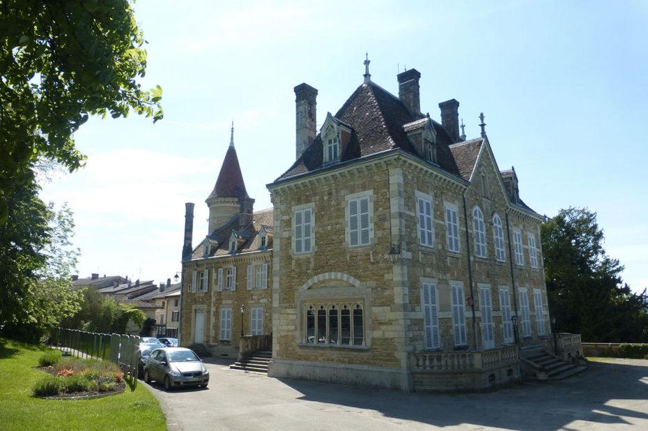 Le château d'Ambronay est aussi appelé Château de Blains