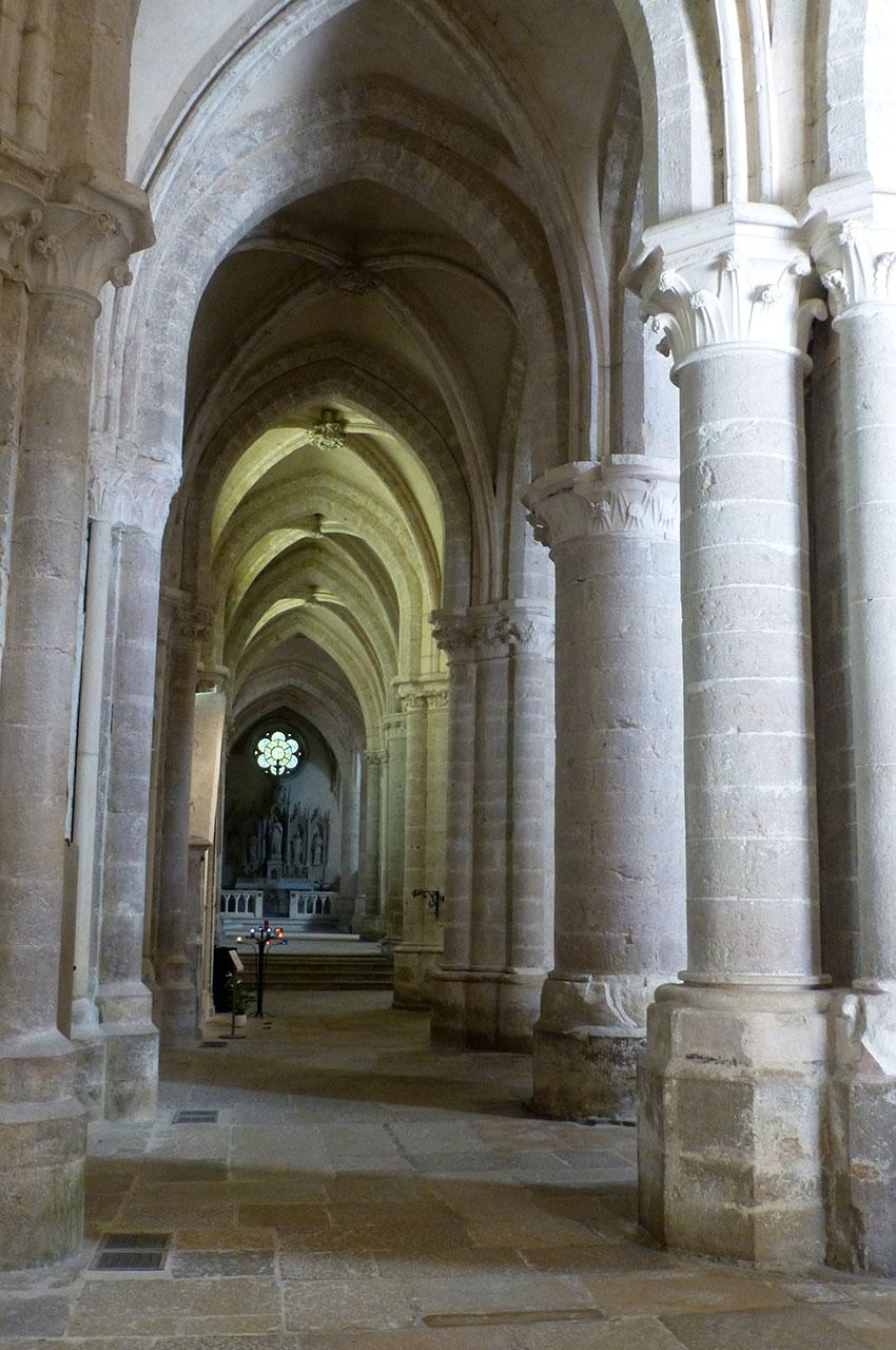 Nef latérale de l'Abbaye Notre-Dame d'Ambronay