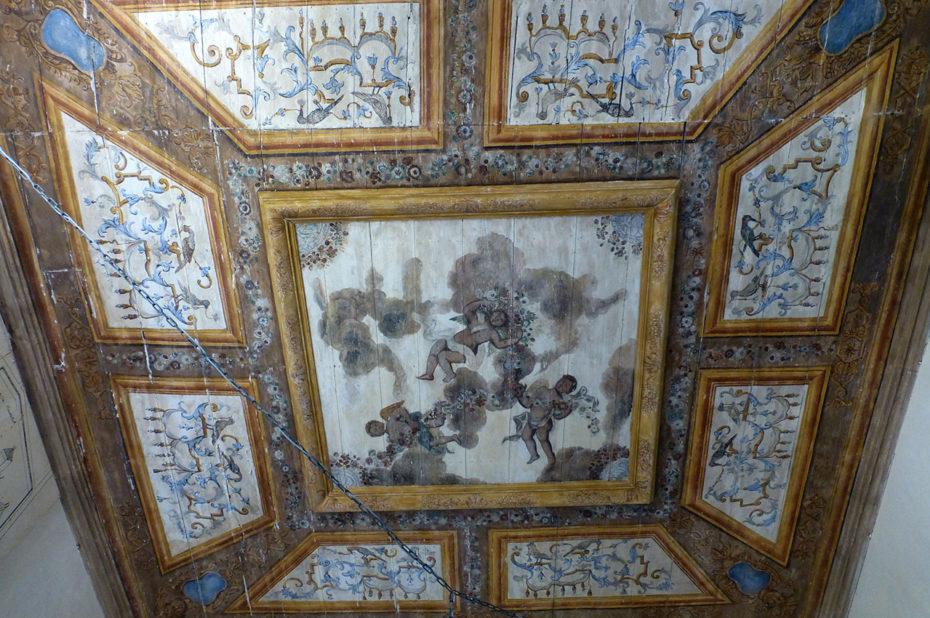 Plafond peint de l'escalier monumental