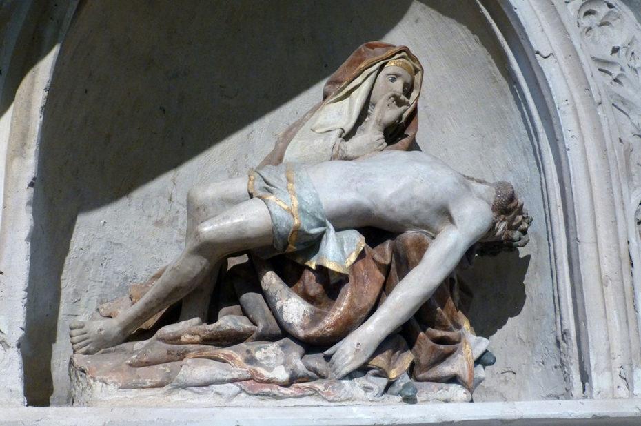 Statue d'une Pietà, œuvre du XVIe siècle