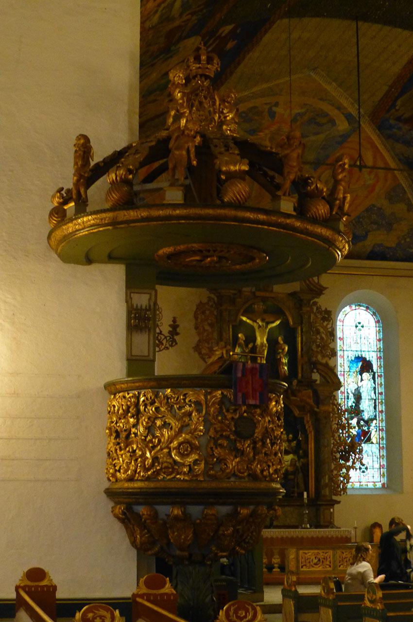 La chaire de la cathédrale et ses dorures