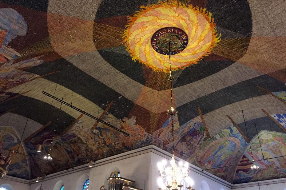 Le plafond en bois peint de la cathédrale d'Oslo
