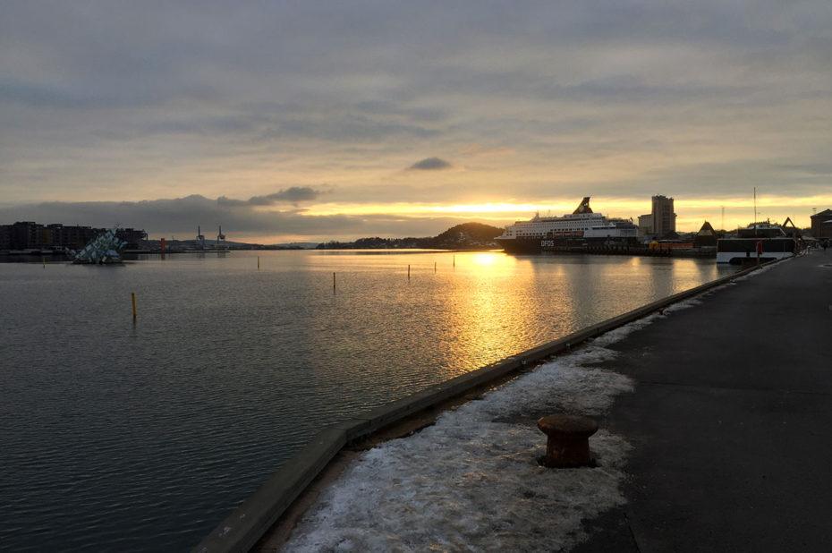 Promenade sur les quais au coucher de soleil