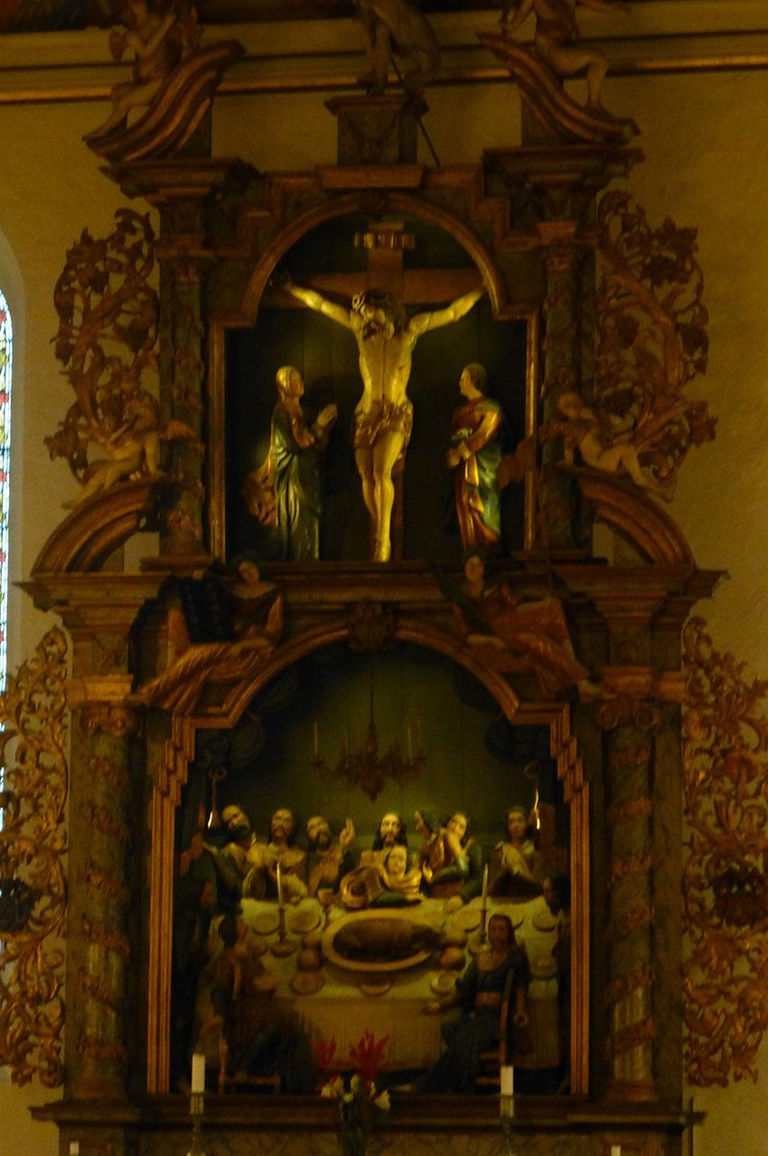 Retable d'autel de style baroque dans le chœur