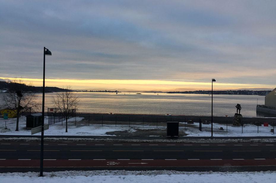 La route dans le quartier de Bjørvika