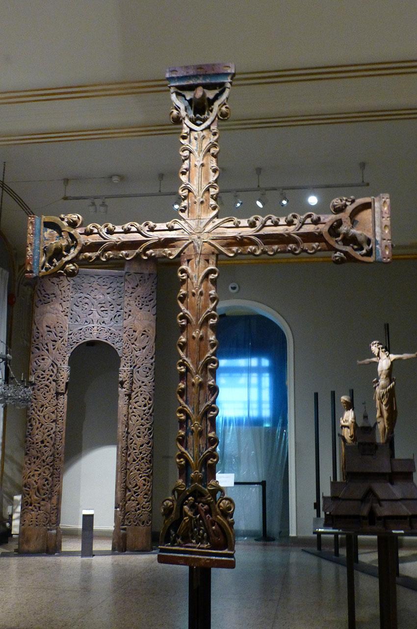Croix en bois du XIIe siècle