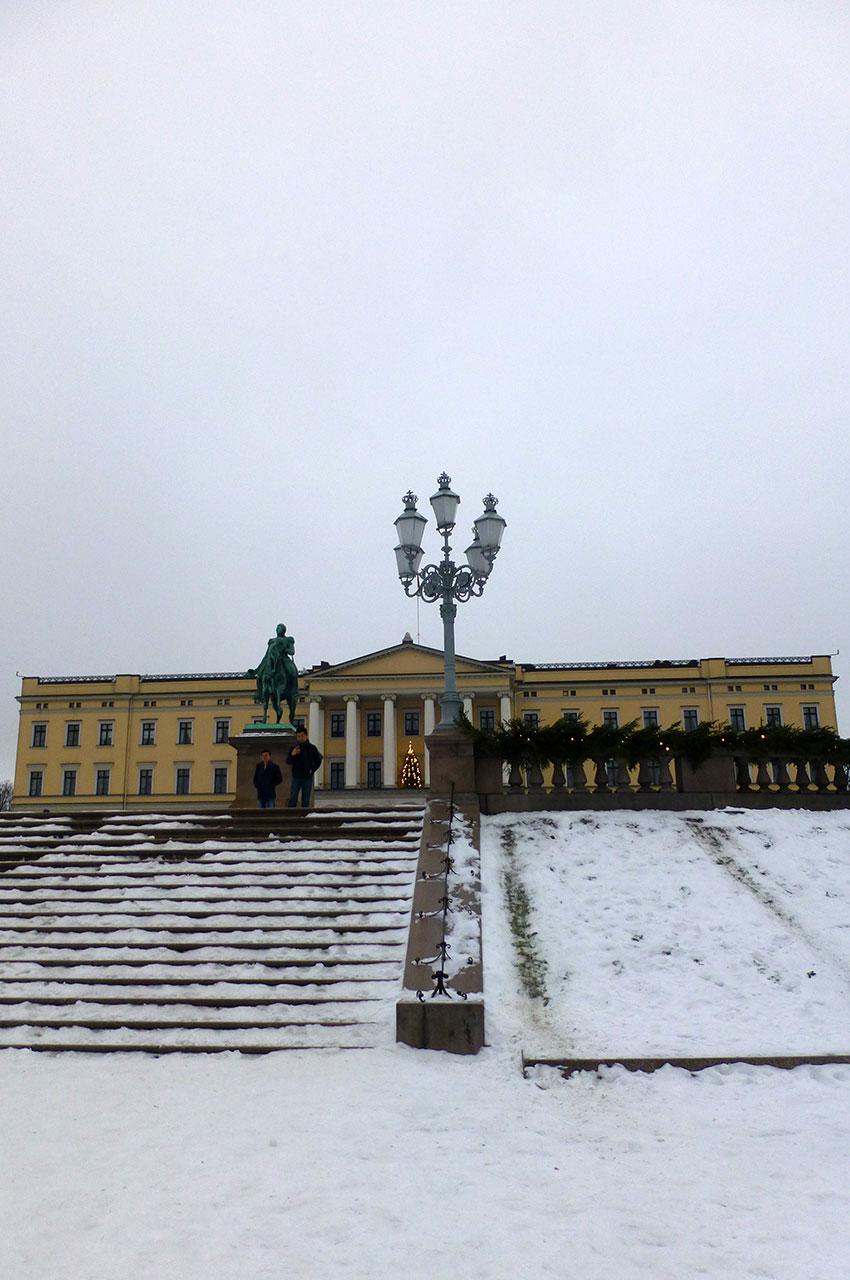 Les marches menant au palais royal
