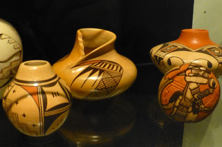 Petites poteries ornées de magnifiques motifs
