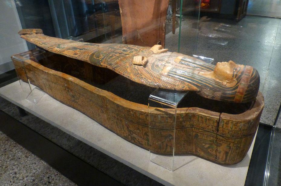 Sarcophage de la momie découverte à l'Deir-El-Bahri