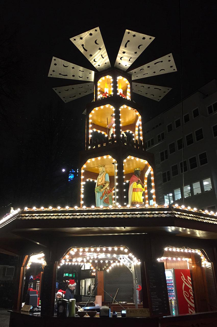 Stand en forme de moulin au marché de Noël