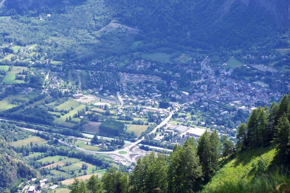 Bourg d'Oisans, en bas, où se rejoignent les 6 vallées de l'Oisans