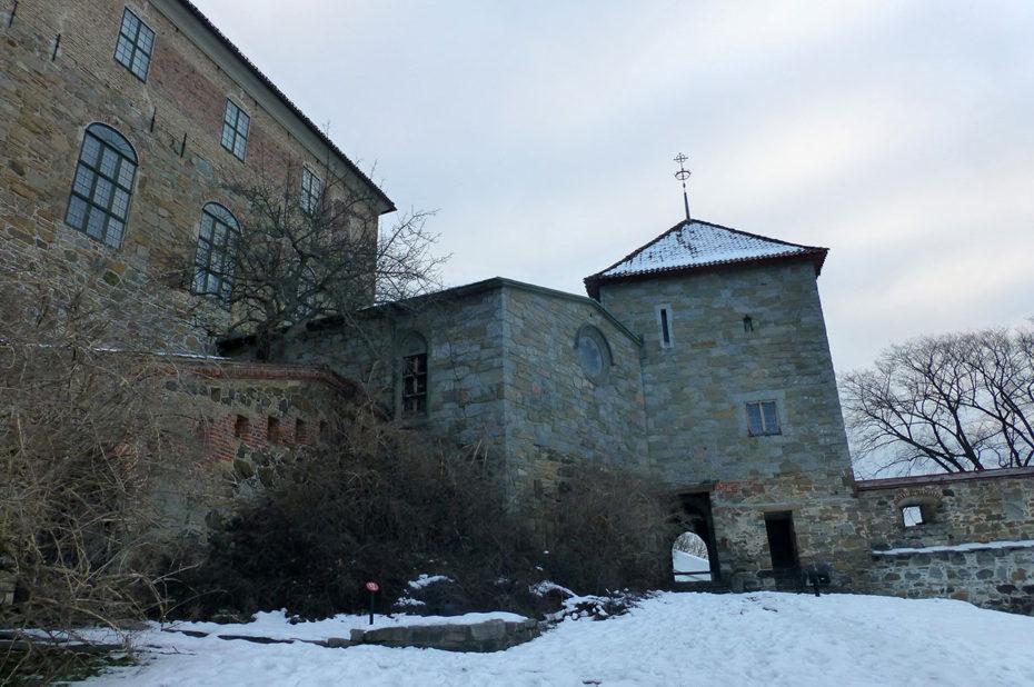 La citadelle est une succession de bâtiments collés les uns aux autres