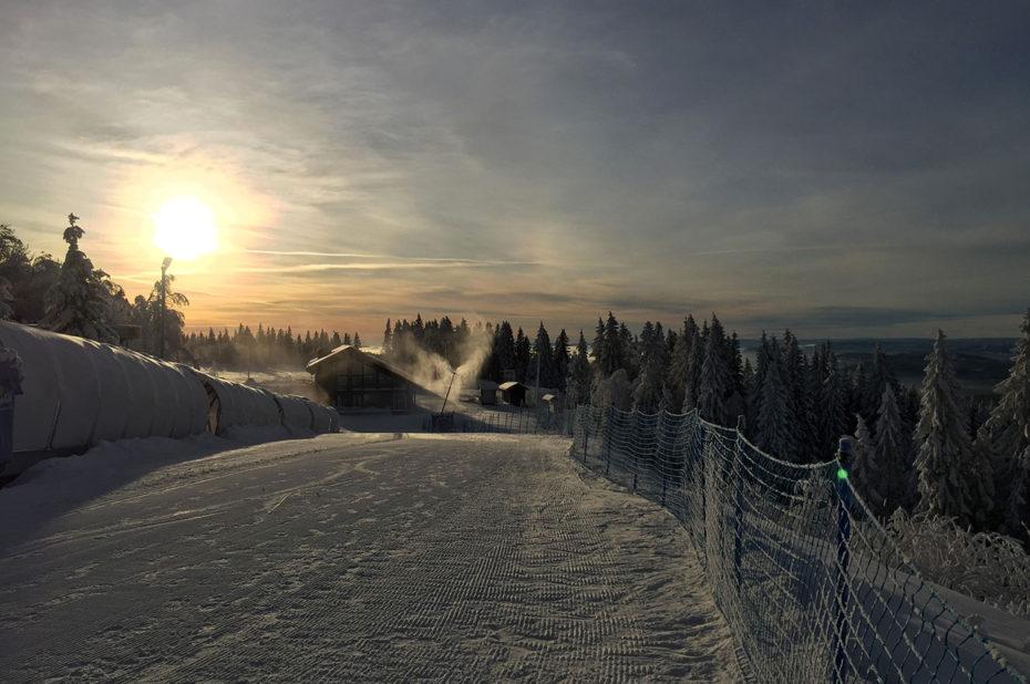 Coucher de soleil sur une piste de ski à Frognerseteren