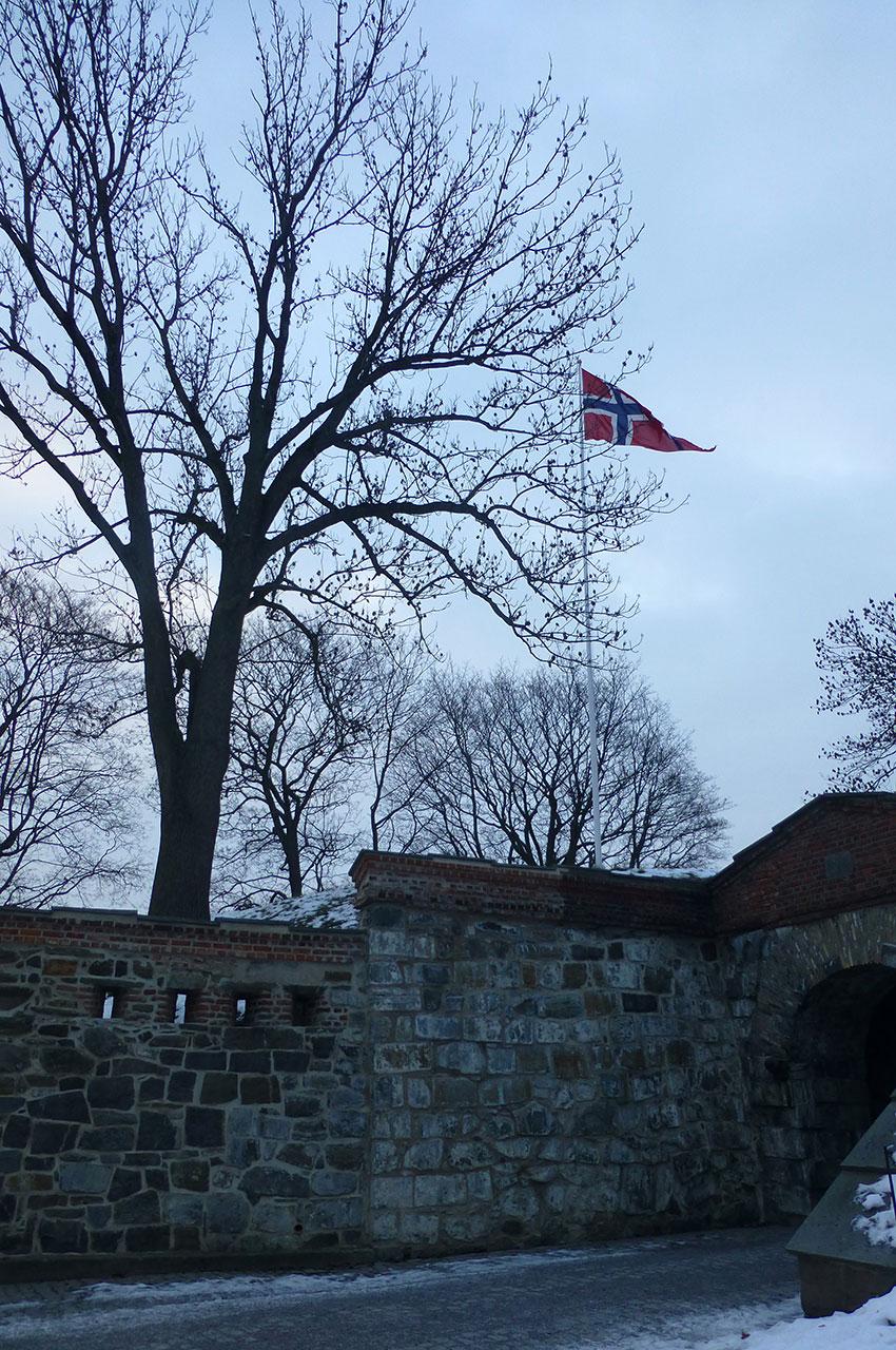 Le drapeau norvégien flotte sur la citadelle