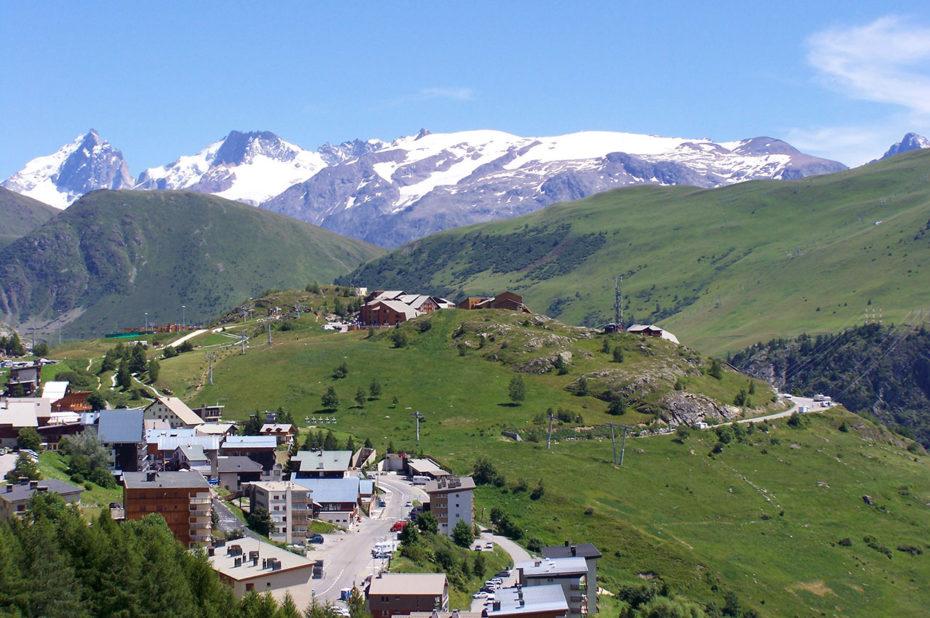 L'Éclose au premier plan, la Meije et les 2 Alpes au fond