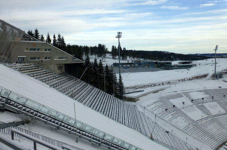Dans les gradins du stade d'Holmenkollbakken qui peut accueillir 30000 spectateurs