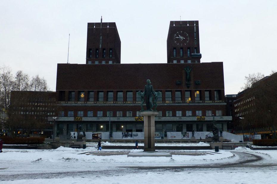 L'hôtel de ville d'Oslo est d'architecture expressionniste