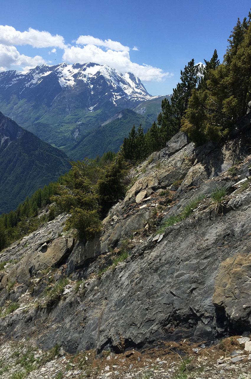 Passage délicat dans les rochers en direction de Villard Reculas