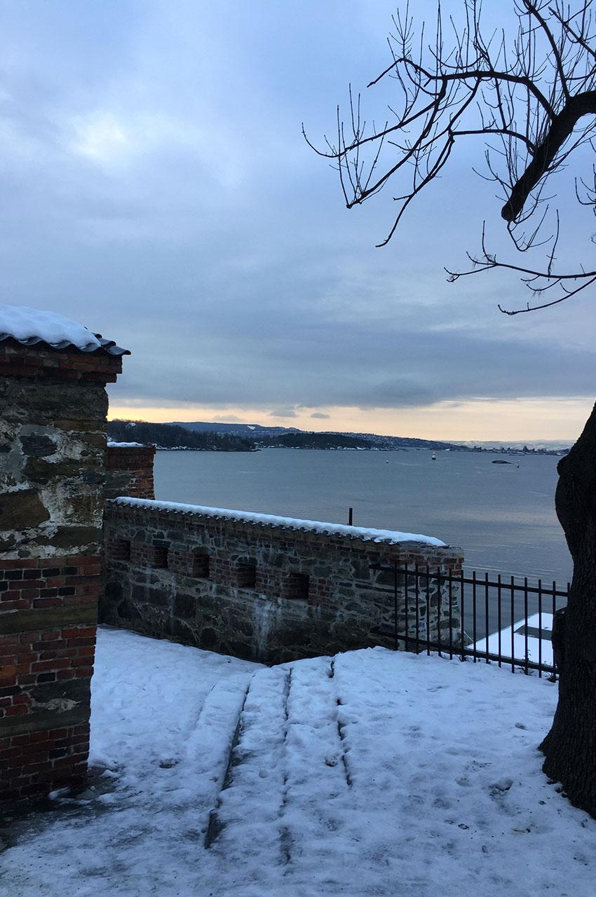 Promenade tranquille dans la forteresse d'Akershus