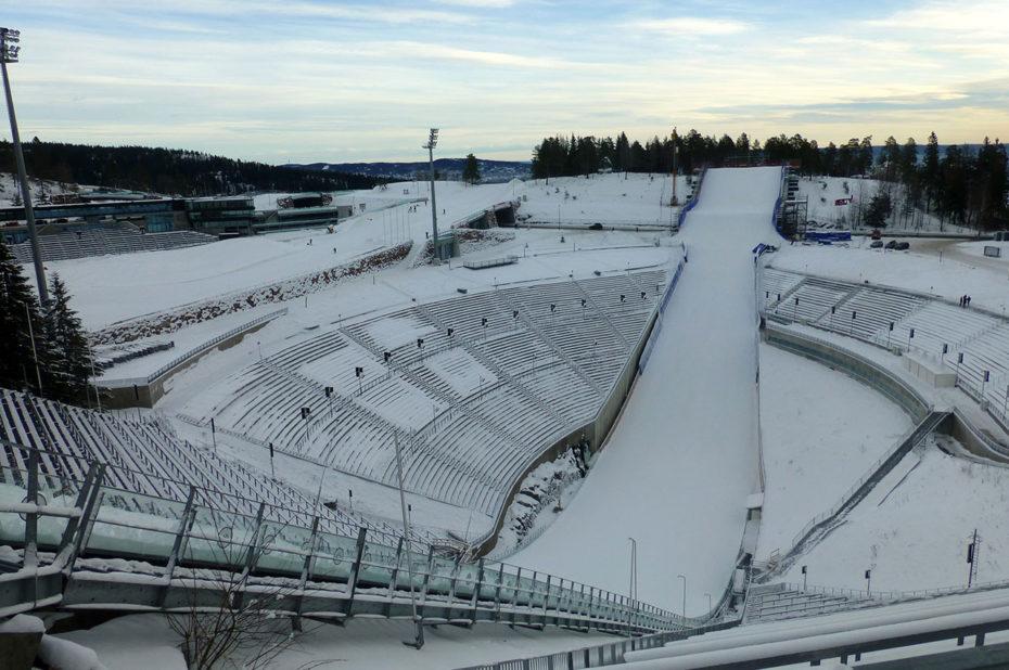 Stade en bas du tremplin d'Holmenkollen