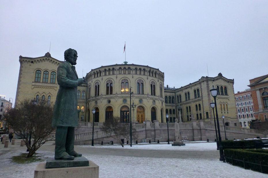 Statue de Johan Sverdrup, devant le Parlement
