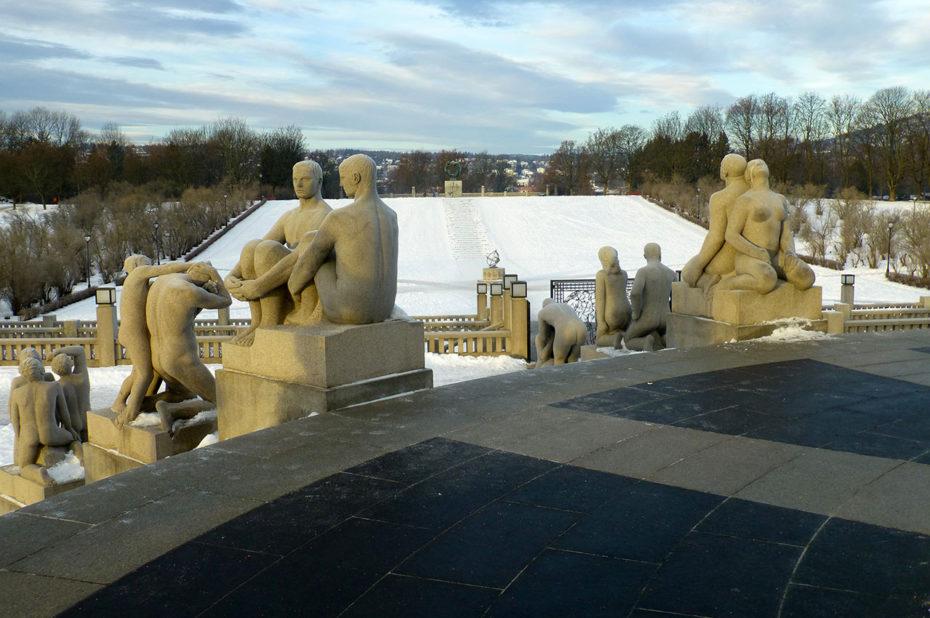 Statues illustrant des scènes de la vie quotidienne